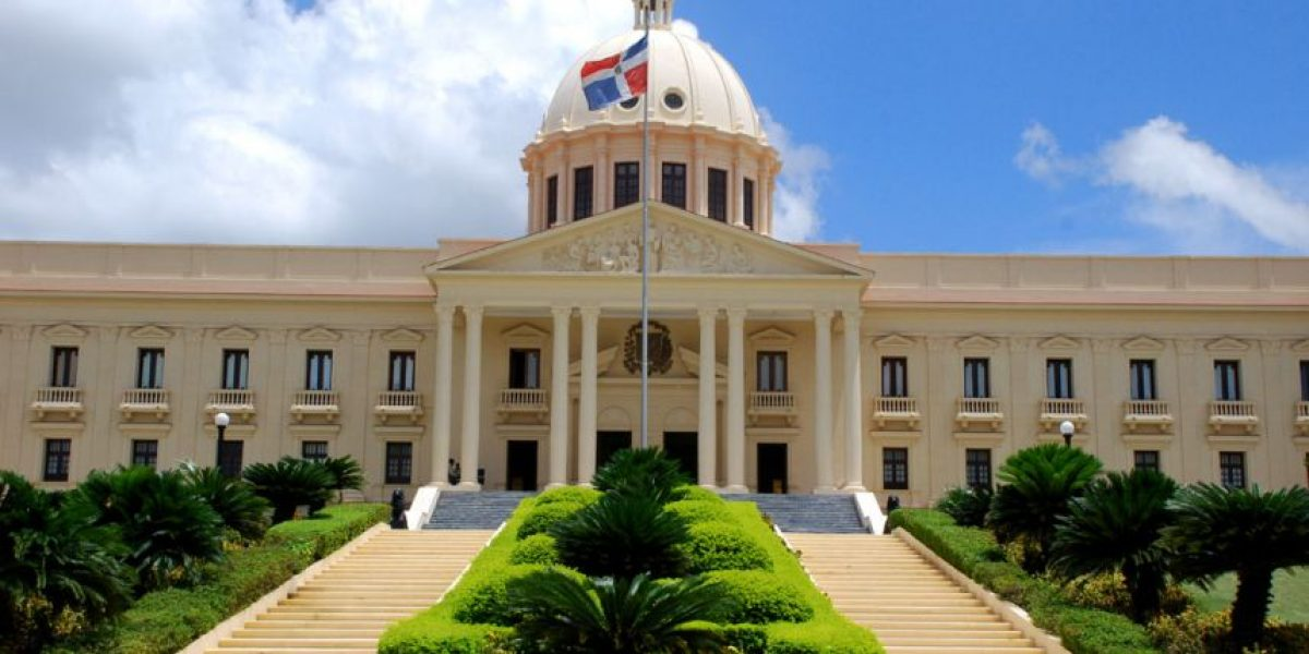 Medina designa 11 nuevos gobernadores provinciales