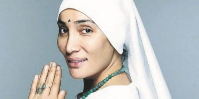 De Bollywood se convierte en monja