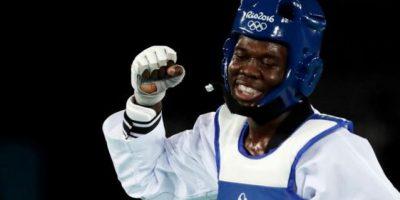 Universidad Evangélica reconoce al medallista olímpico Luisito Pie