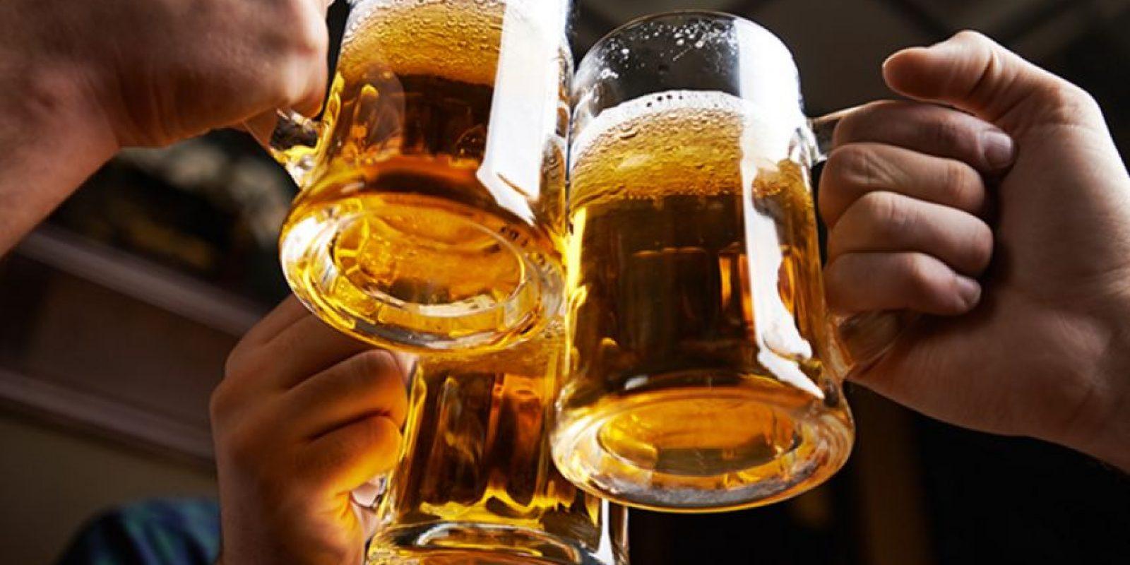 Beber hasta los años 60 fue socialmente aceptado en todos los círculos. Incluso en el trabajo. Esto cambió apenas se vio lo que hacía el alcohol. Foto:Getty Images