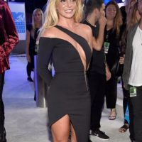 Britney: un vestido con un mejor material y por ende un mejor fitting , con un mejor estilismo te harían ver mejor. Foto:Getty Images