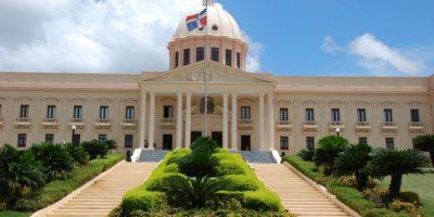 Gobierno llama a trabajadores de la salud pensionados a depositar documentos