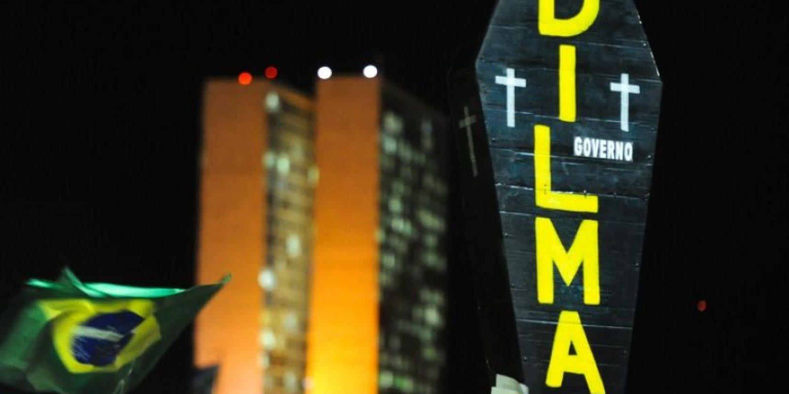 Así concluirían 13 años de gobierno del Partido de los Trabajadores, primero con Lula da Silva, luego con Rousseff Foto:AFP