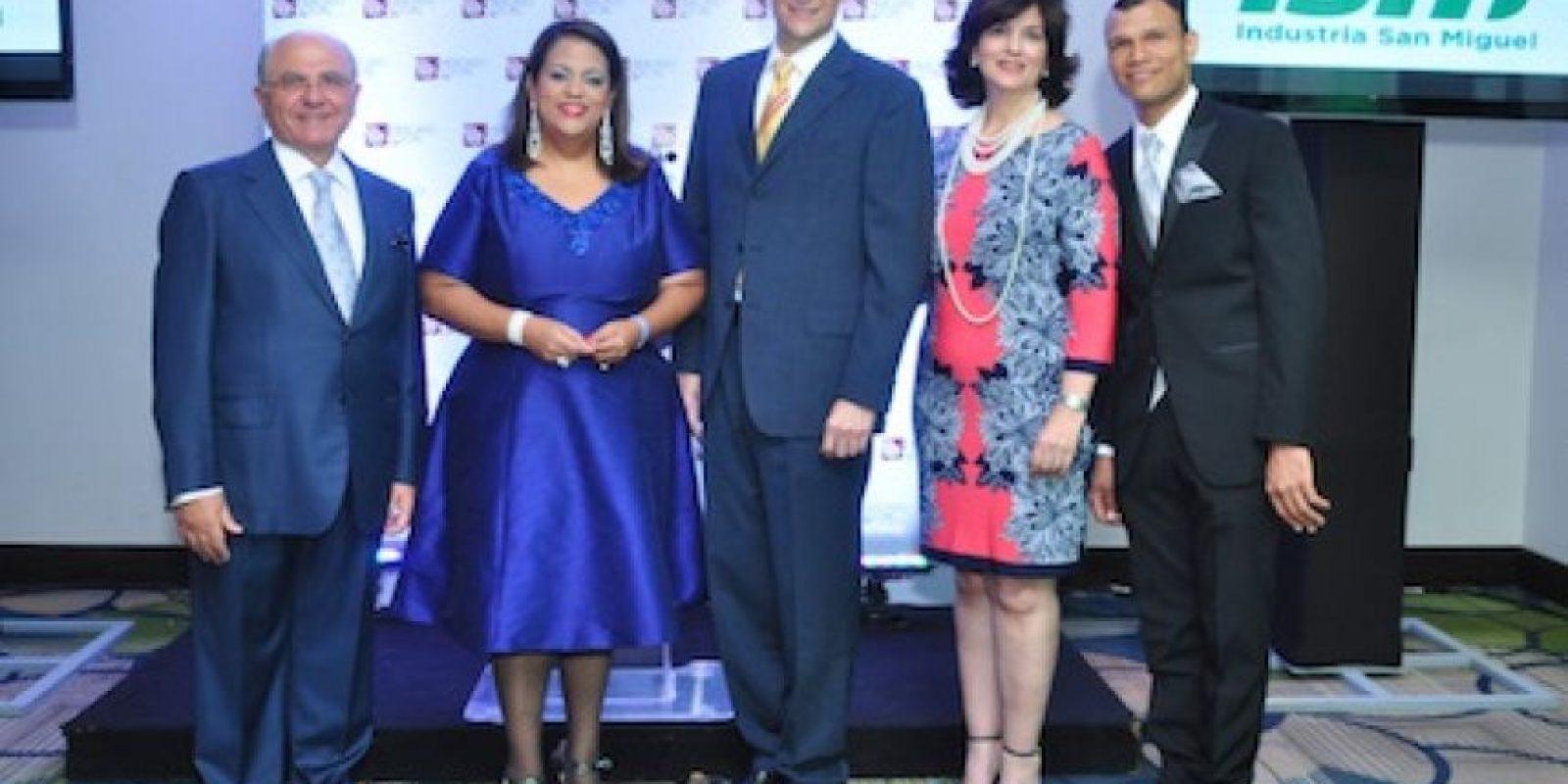 De azul, Manuela Lora, directora de la revista. Foto:Fuente externa