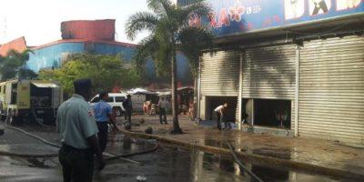 Sofocan incendio en tienda de la avenida Duarte