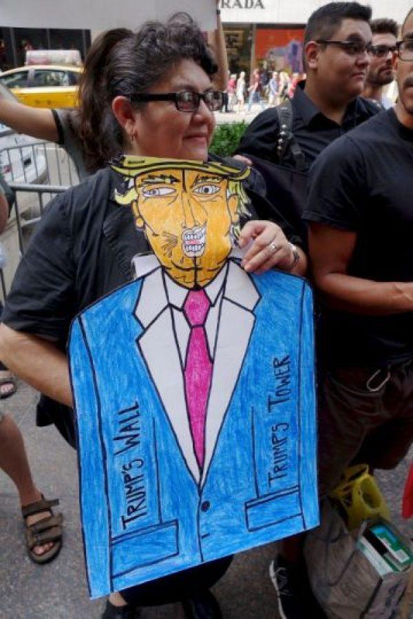 Llevaron dibujos y pancartas en contra del candidato Foto:AFP