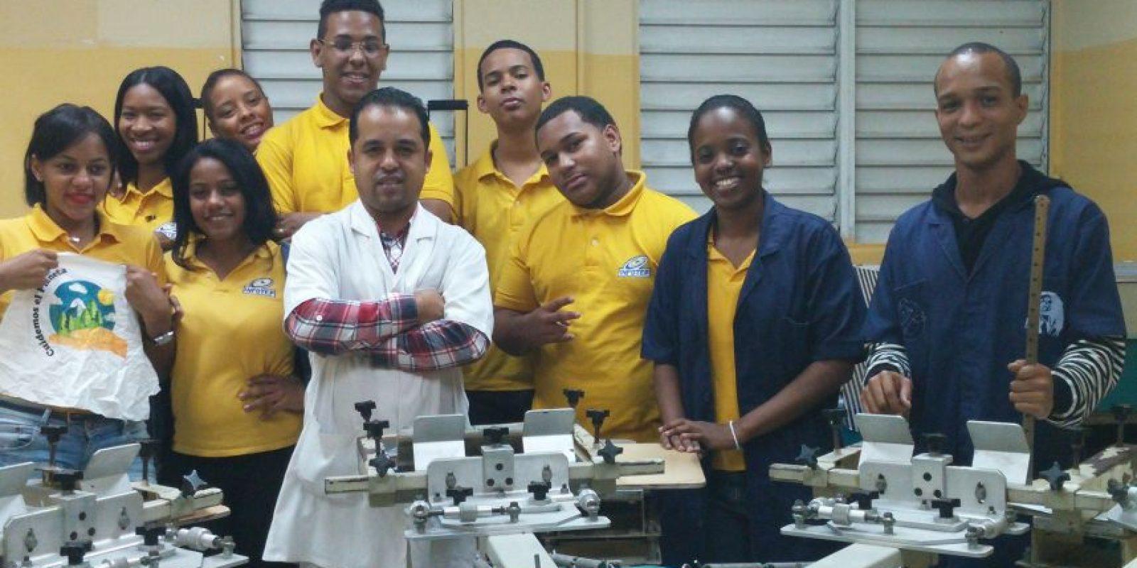 Cada uno de estos jóvenes comparte un mismo sueño, en crear su propia empresa Serigráfica. Foto:Carlos J. Basora