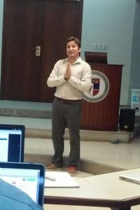 Dr. Alvaro Fernández Luna mientras imparte el módulo 3 del Diplomado en Marketing Deportivo, en la PUCMM. Foto:Fuente externa