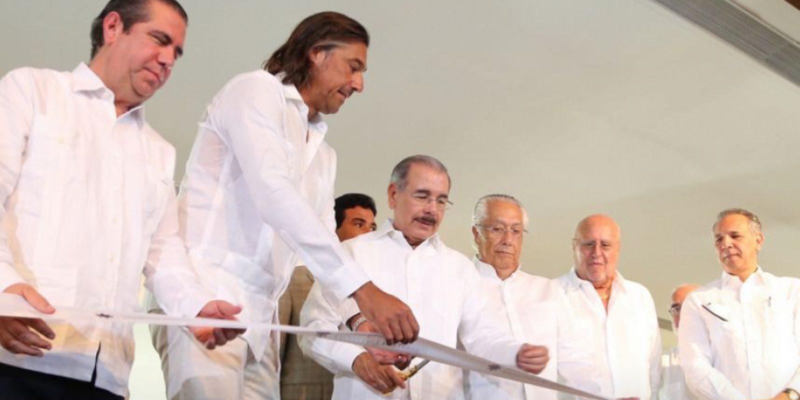 El presidente Medina junto a los ejecutivos del Hotel Foto:Fuente Externa