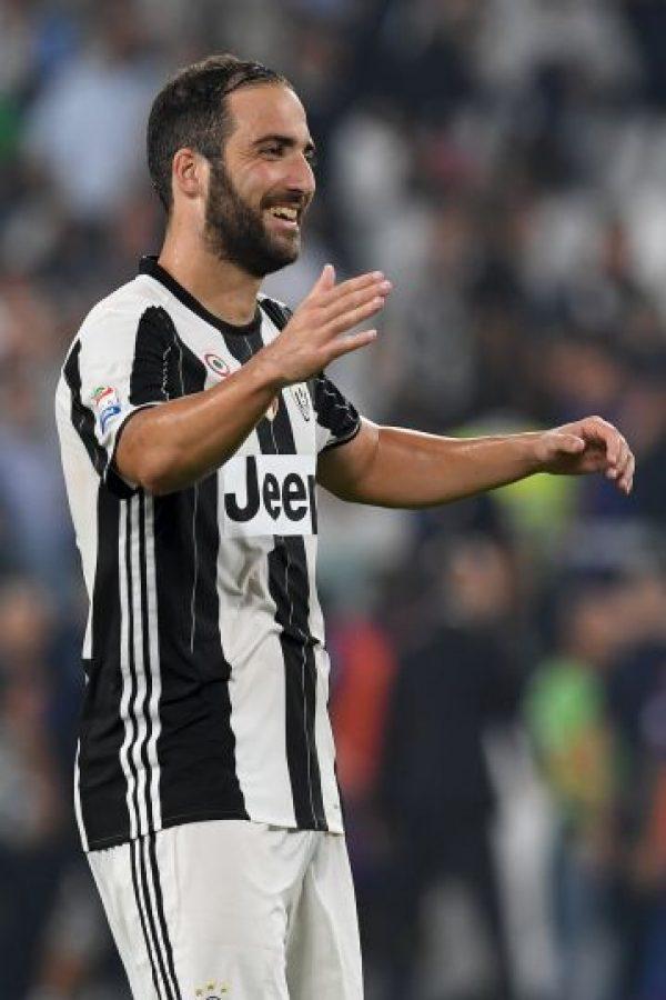 2. Gonzalo Higuaín. 90 millones de euros desembolsó la Juve a Nápoles por el argentino Foto:Getty Images