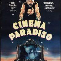 Cinema Paradiso: Este clásico del cine italiano muestra la despedida entre Salvatore y Alfredo, a quien quiere como si fuera su padre. No había grandes gestos de cariño, pero eso no determinó la importancia de la relación. Aunque se quedó con las ganas de sentir ese amor. Foto:Fuente Externa