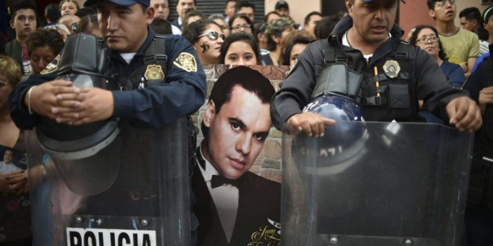 En la capital del país las personas esperan al homenaje que se realizará el próximo lunes Foto:AFP