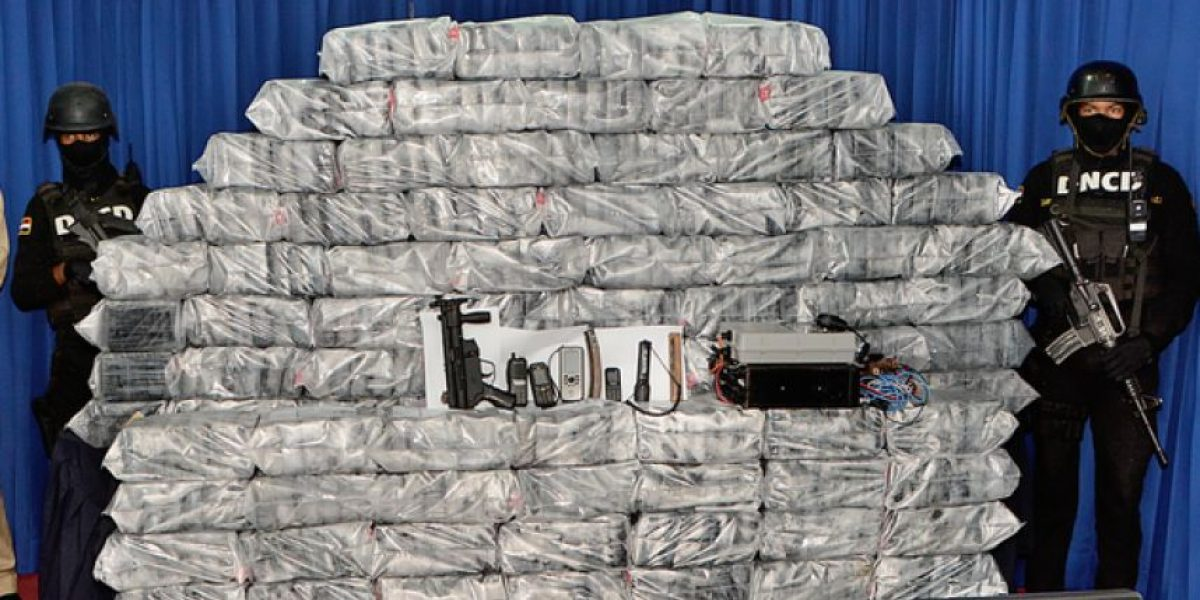 Decomisan 575 paquetes de cocaína en lancha rápida en Cumayasa