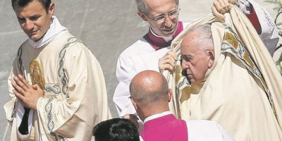 El Papa Francisco ofrece pizza para todos