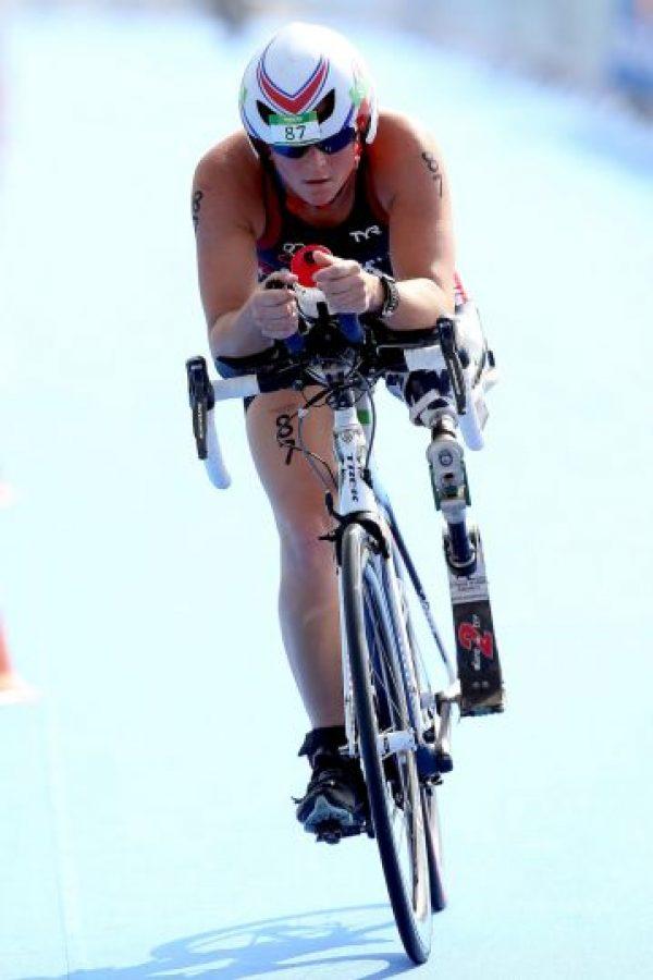 La primera soldado mujer de Estados Unidos que perdió un miembro en la guerra de Iraq, ahora busca ser la primera campeona paralímpica de triatlón. Foto:Getty Images