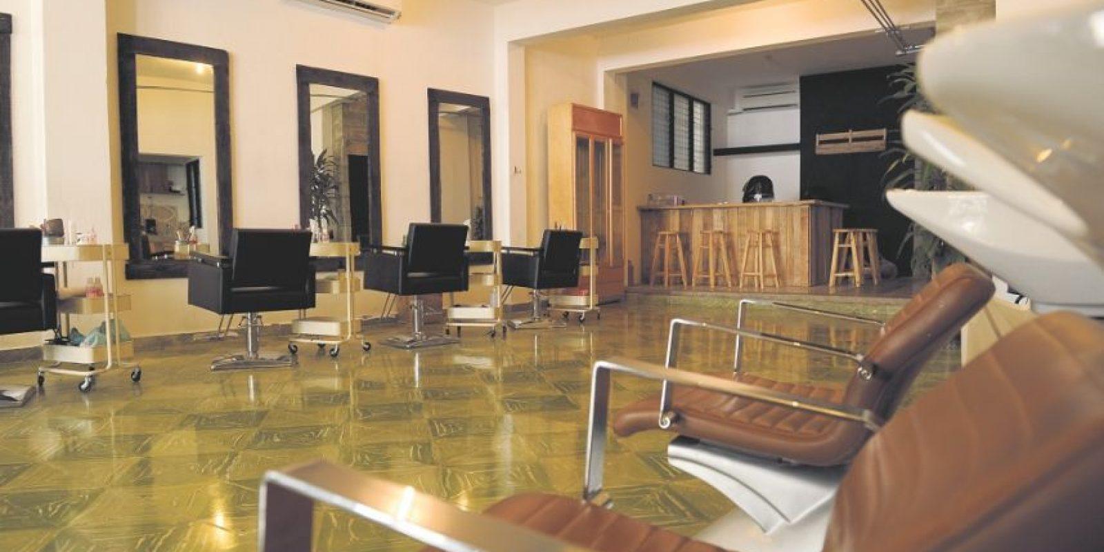 Imágenes del nuevo local de Miss Rizos Salón que cuenta con 12 estilistas. Foto:Yael Duval.
