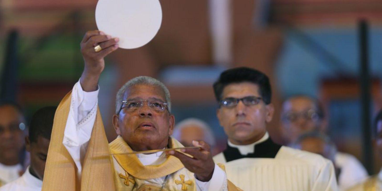 El nuevo arzobispo de Santo Domingo presidió su primera misa la mañana del sábado en el Palacio de los Deportes. Foto:EFE