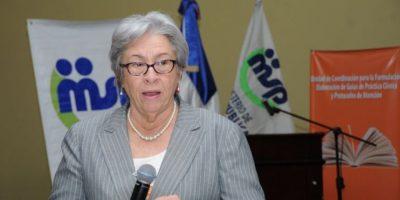 Ministra de Salud se reúne con directores  para separación de funciones
