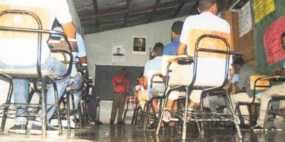 Desalojan a los alumnos del liceo de Las Lagunas