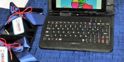 Minerd recibe donación de 2,000 tabletas de embajada Estados Unidos