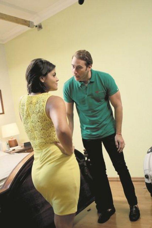 Techy Fatule junto a Carlos de La Mota, con quien comparte protagónico en Pa´ qué me casé. Foto:Fuente externa