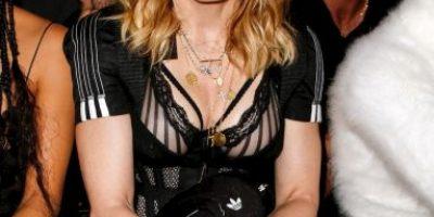 Madonna sufre vergonzosa falla de vestuario mientras pasea en bicicleta