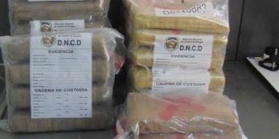 DNCD apresa dos con 42 pacas de marihuana en autopista 6 de Noviembre