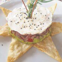 A la mexicana. Sin dudas, un tartar diferente. Combina tuna, pico de gallo, guacamole, crema agria y totopos. Foto:Fuente externa