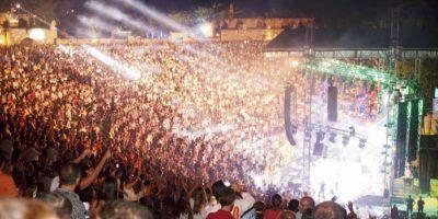 Carlos Vive durante el su concierto en Altos de Chvaón