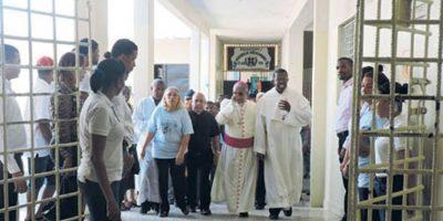 Arzobispo Ozoria advierte la necesidad de dignificar y humanizar el penal La Victoria
