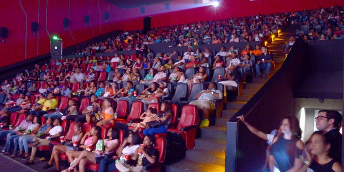 """Más de 55 mil personas ven el filme """"¿Pa' qué me casé?"""" en su primer fin de semana"""