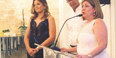 Mariella Acebal, Sócrates Mckinney y Marykarme Hazoury de Fondeur. Foto:Fuente externa