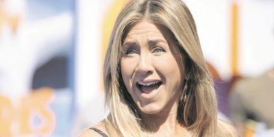"""Aniston invoca al Karma. Según una fuente cercana a Jennifer Aniston, la actriz y exesposa de Brad Pitt no quedó ajena a la separación de """"Brangelina"""" y se refirió al tema con su círculo más íntimo. """"Sí, eso es el karma"""", habría dicho la ex de """"Friends"""" a la citada fuente, según consta en US Weekly, donde agregan que """"ella siempre tenía la sensación de que algo iba a pasar entre ellos con el tiempo. No sentía que era Angelina la persona que estaba destinada a estar con Brad. Sentía que Angelina era demasiado compleja para él. Es un tipo bastante simple""""."""