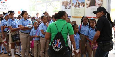Cientos de personas visitan pabellón de la Primera Dama en la XIX Feria del Libro