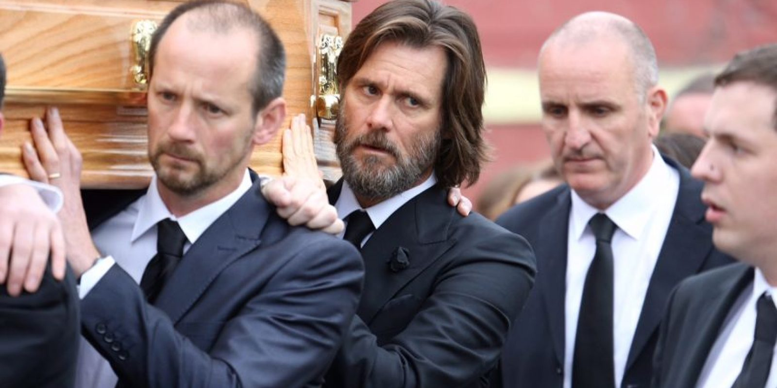 Carrey pagó los gastos funerarios de su expareja y llevó el ataúd en sus hombros. Foto:The Grobsy Group