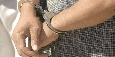 Apresan tres hombres intentando vender vehículo robado en Santo Domingo Este