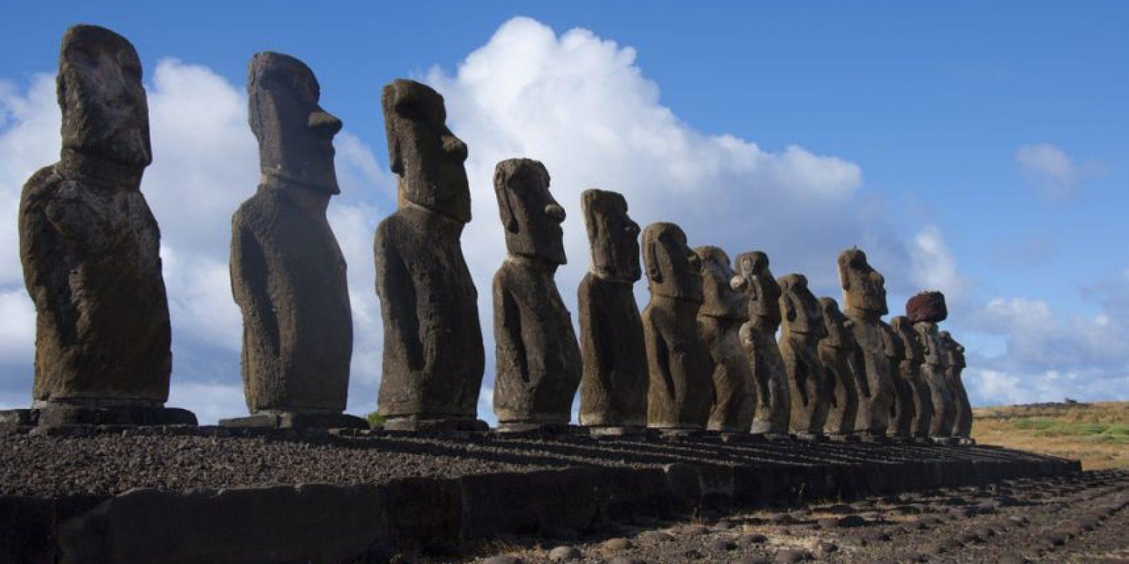 Los Moai son figuras humanas monolíticas talladas por el pueblo Rapa Nui Foto: Vista panorámica de la isla chilena. Foto: Ricardo Ramírez