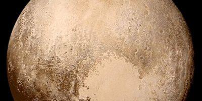 Planeta enano Plutón. Con altas montañas de hielo de agua que fluye y los glaciares de hielo de nitrógeno y metano, Plutón es un mundo sorprendentemente activo. Líneas de falla misteriosas, algunas cientos de millas de largo, pueden sugerir que Plutón tiene un océano oculto bajo la superficie.