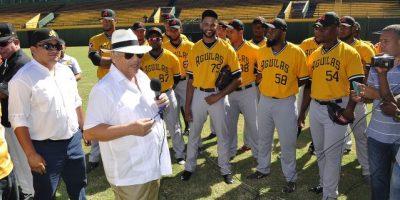 Cubanos encabezan 28 lanzadores en apertura prácticas Águilas