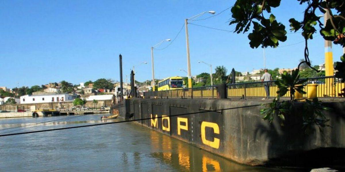 Una avería obliga al cierre del puente flotante
