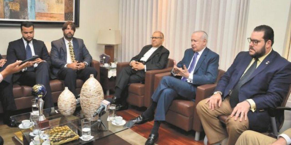 Suspenso y controversias envuelven diálogo político