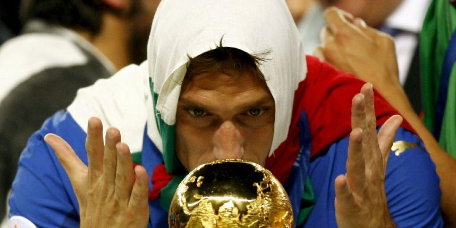 Fue campeón del mundo Sub 21 en 1996 y diez años después conseguiría la gran gloria, luego de proclamarse campeón del Mundo con Italia en Alemania 2006. Con la Azzurra sumó 58 partidos y nueve anotaciones. Foto:Getty Images