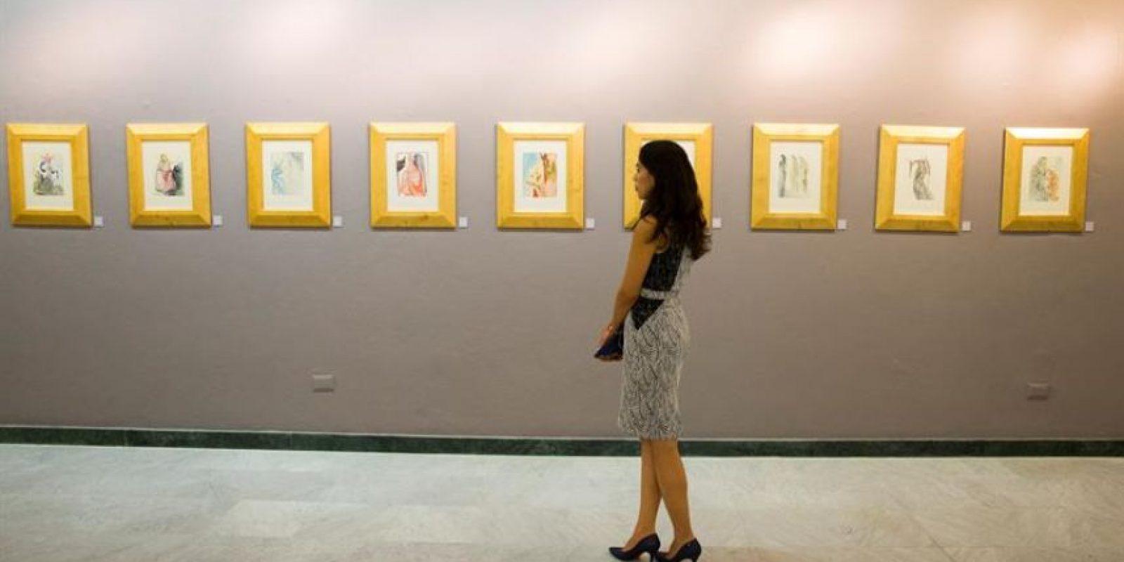 """La exposición """"Dalí Ilustrando Genios"""", donde se exhiben grabados del destacado artista español Salvador Dalí, que representan escenas de """"La Divina Comedia"""", de Dante Alighieri y """"La Vida es Sueño"""", de Pedro Calderón de la Barca en Santo Domingo Foto:EFE/Orlando Barría"""