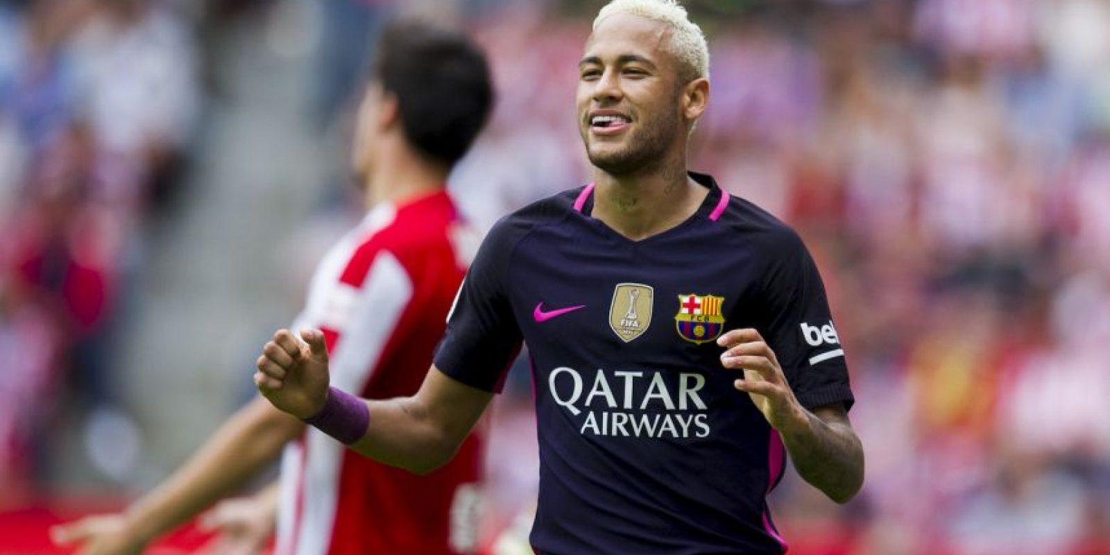 Raffael obligó a sus hijos a ir al estadio con la camiseta del Gladbach. A cambio les conseguirá una polera de Neymar Foto:Getty Images