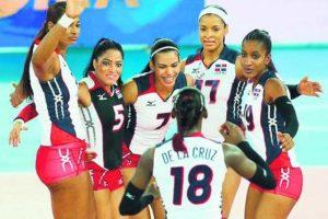Voleibol Femenino. Las Reinas del Caribe sobresalieron en varias categorías, incluyendo la de mayores, como muchas veces. Pero el gran logro del proyecto que comanda Cristóbal Marte fue la conquista del Campeonato Mundial sub-21. El equipo de mayores se mantuvo entre los primeros 10 de la clasificación global y, aunque no logró ir a Río, ganó la Copa Panamericana celebrada en el país en cuya final venció a Puerto Rico. Las Reinas también ganaron la Copa Panamericana sub-23. Foto:Fuente externa