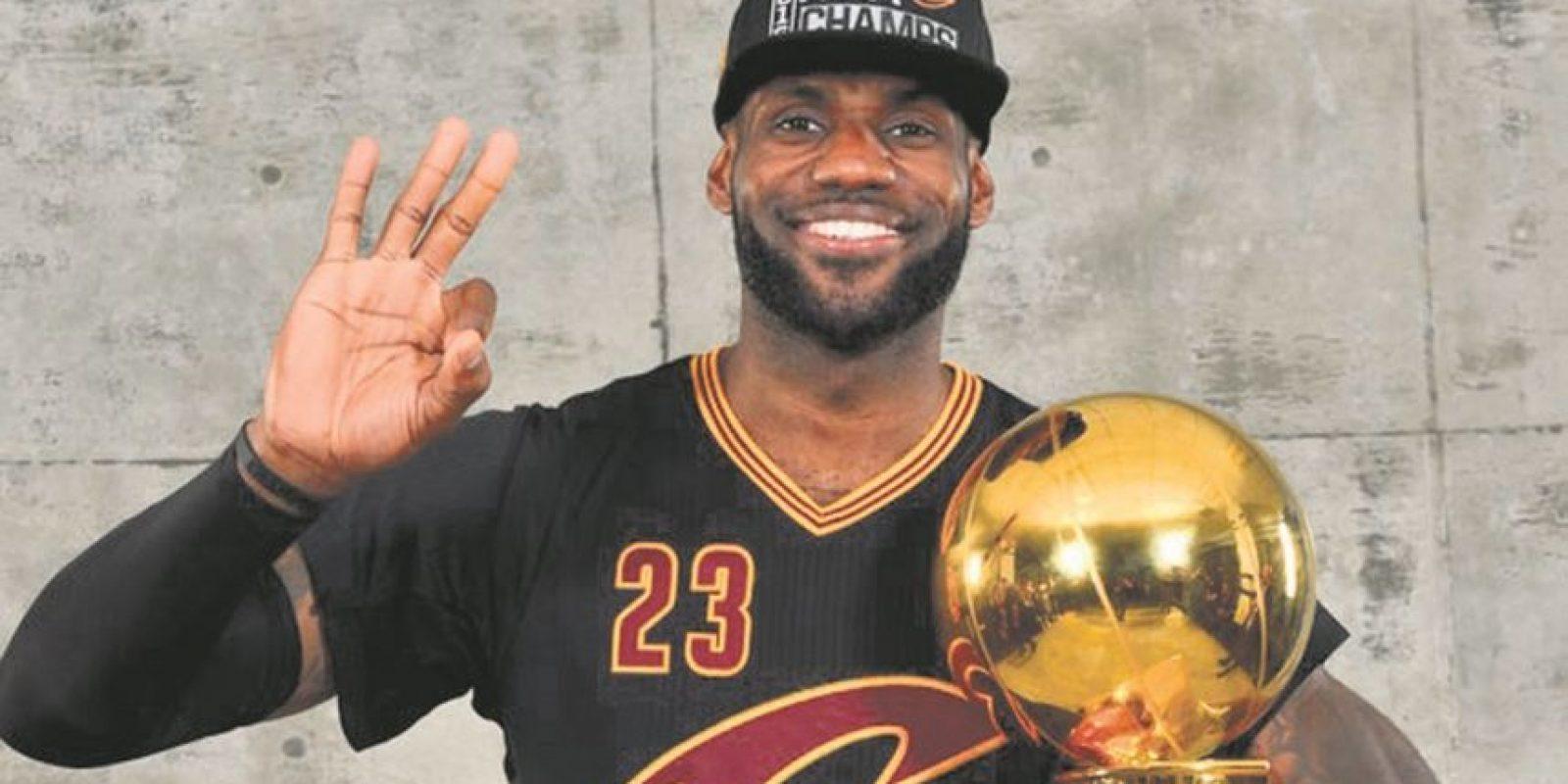 LeBron se lleva el título a Cleveland. Los Cavaliers de Cleveland, encabezados por su estrella LeBron James, derrotaron a los Warriors de Golden State en la final de la NBA, con lo cual conquistaron el campeonato de la liga por primera vez en la historia de esa franquicia y de paso se cobraron la derrota sufrida en esa misma etapa en la temporada anterior. Foto:Fuente externa