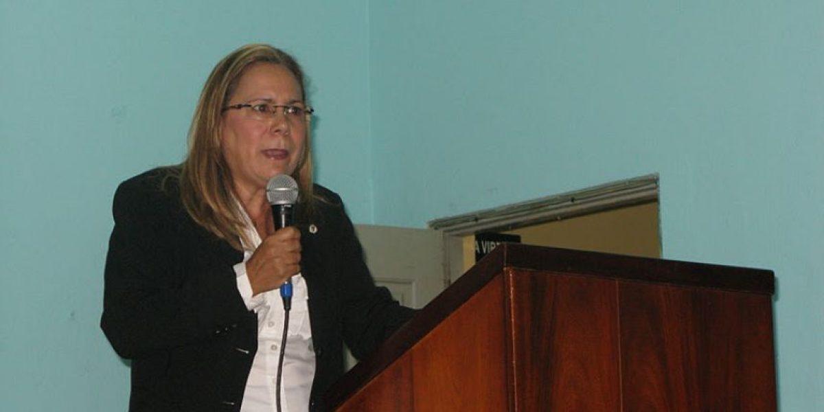 Feria Libro dedica calle a poetisa Carmen Pérez Valerio en su última jornada