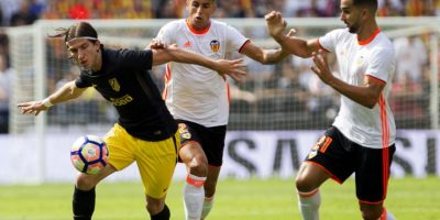 Las dudas de Barça y Real Madrid aupan al Atlético