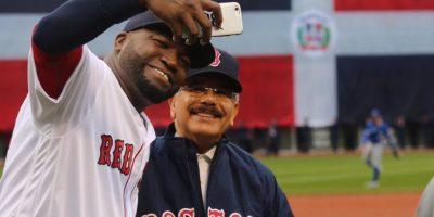 El Presidente Danilo Medina lanzó el pitcheo de honor y se hizo su selfie- Foto:PresidenciaRD
