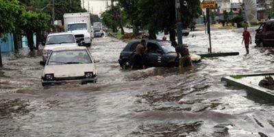 Una de las tantas calles que se inundan en el Gran Santo Domingo Foto:Twitter